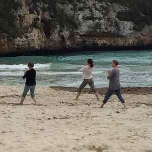 Yoga am windigen Strand...herrlich!